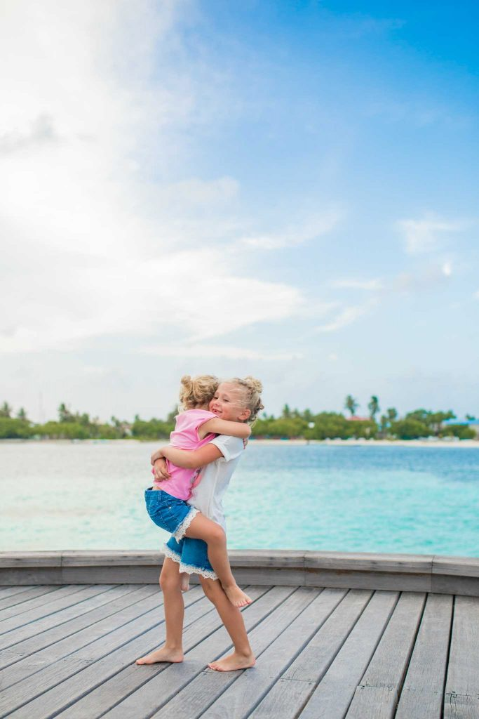 Maldives family photo session by phaisalphotos