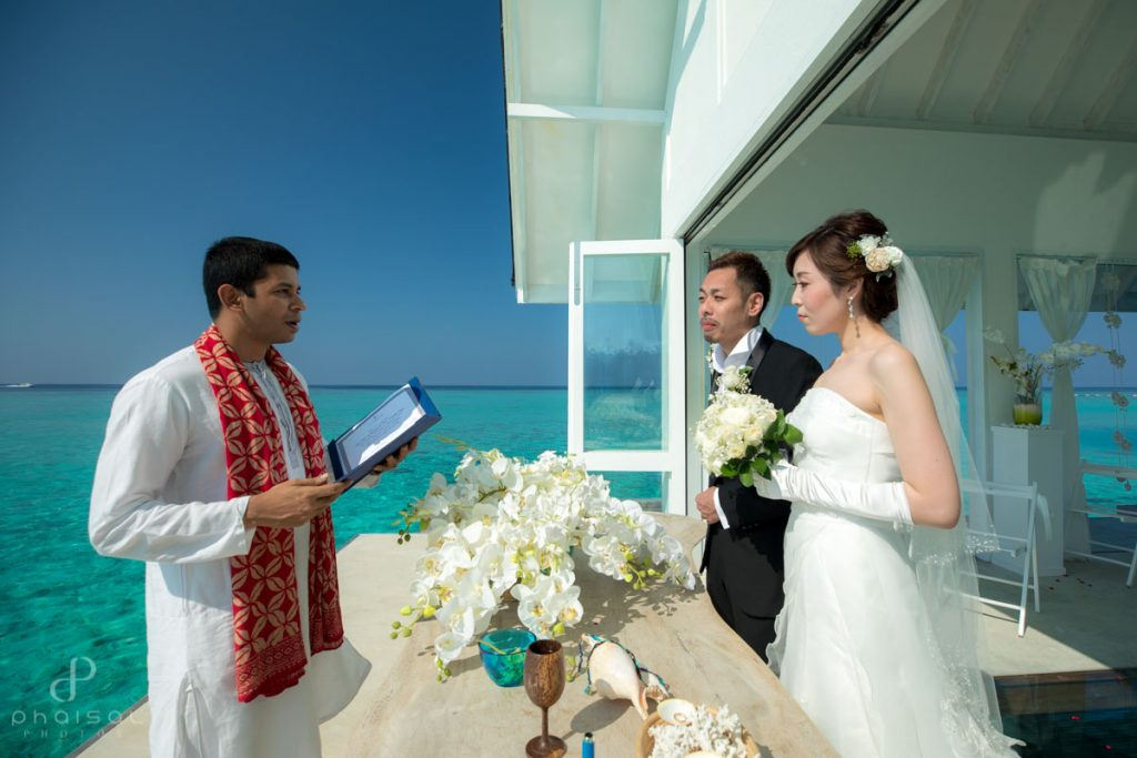 maldives destination wedding at four seasons landaa giraavaru